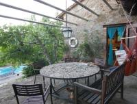 La casetta nel bosco B&B - veranda di GINESTRA